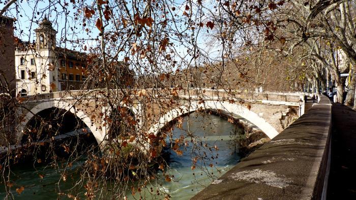 Район Трастевере, мост через Тибр