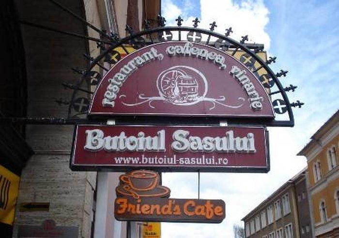 Ресторан «Butoiul Sasului» в старом городе