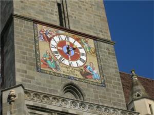 Часы с апостолами на башне Черной церкви