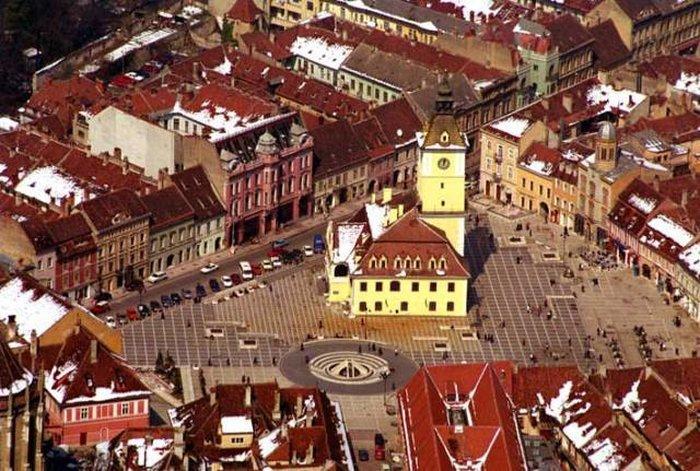 Главная площадь города - площадь Городского совета