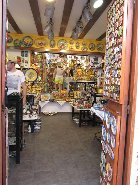 Сувенирная лавка в Линдосе