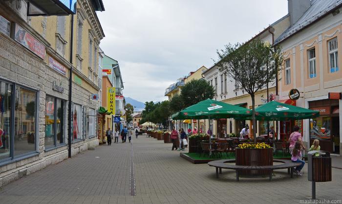 В центре города много небольших кафе