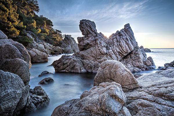 Камни Cala dels Frares.