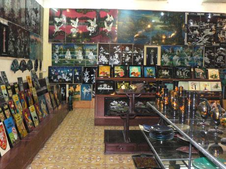 Магазин сувениров и картин в Ханое