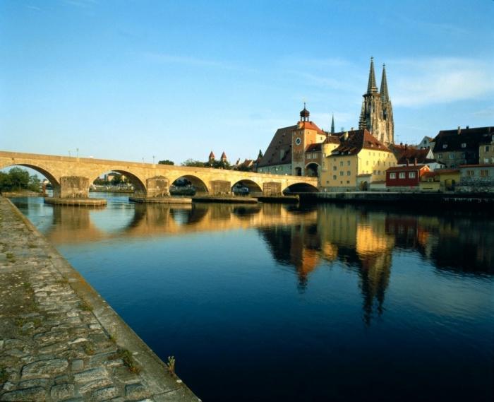 Набережная и Каменный мост, Регенсбург.jpg