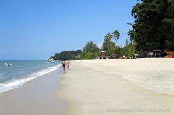 Пляж Бату Ферринги на Пенанге