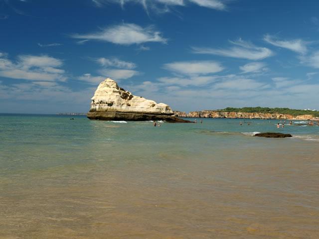 Пляж Прайа да Роча