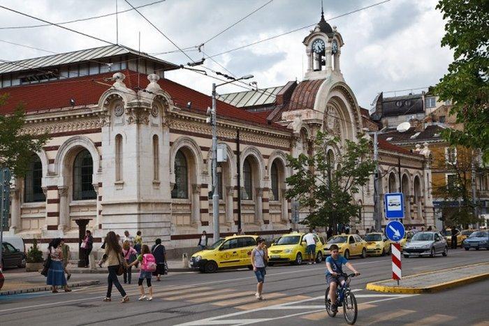 Рынок Хали на площади Бански в Софии
