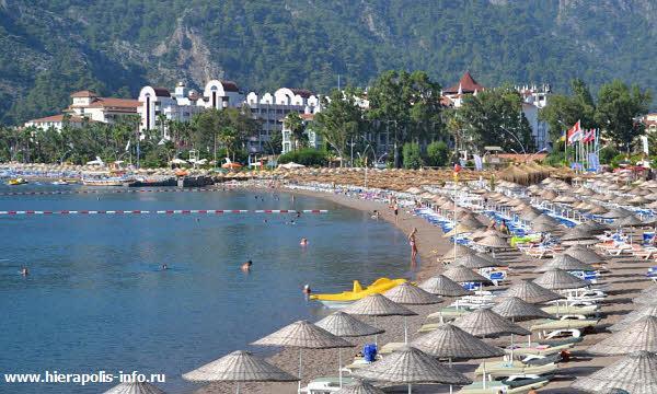 Галечные пляжи на отдыхе в Ичмелер в Турции