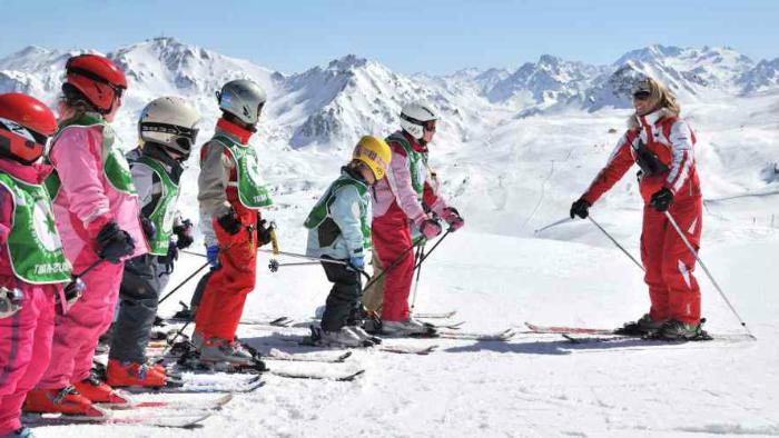 Инструктор по лыжам