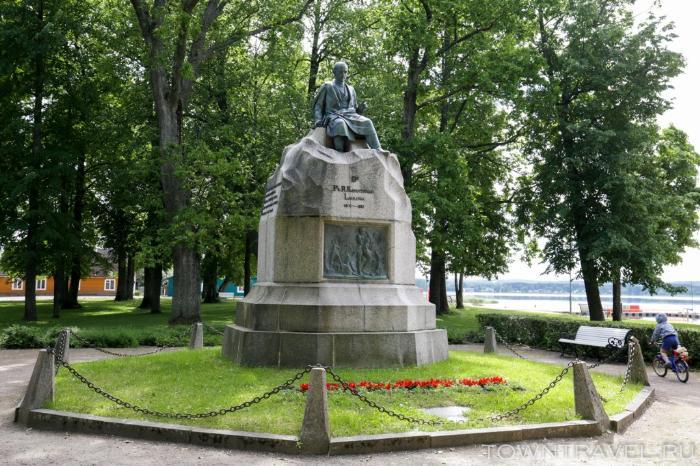 038 - Памятник Фридриху Рейнгольду Крейцвальду в Выру