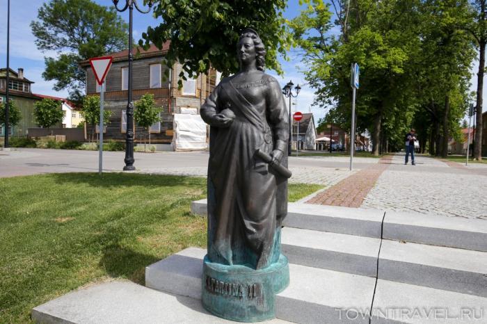 028 - памятник Екатерине II Выру