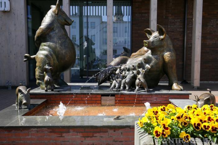 031 - Свиньи фонтан в Выру