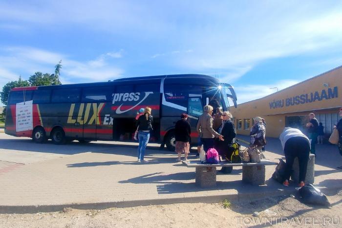 002 - автовокзал Выру, автобус Lux Express