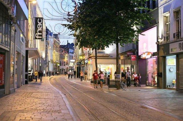 Шоппинг на улице Велдстраат (Veldstraat)