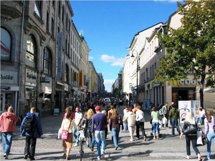 Центр Осло — район улицы Карл-Юханс-Гате (Karl-Johans-Gate)