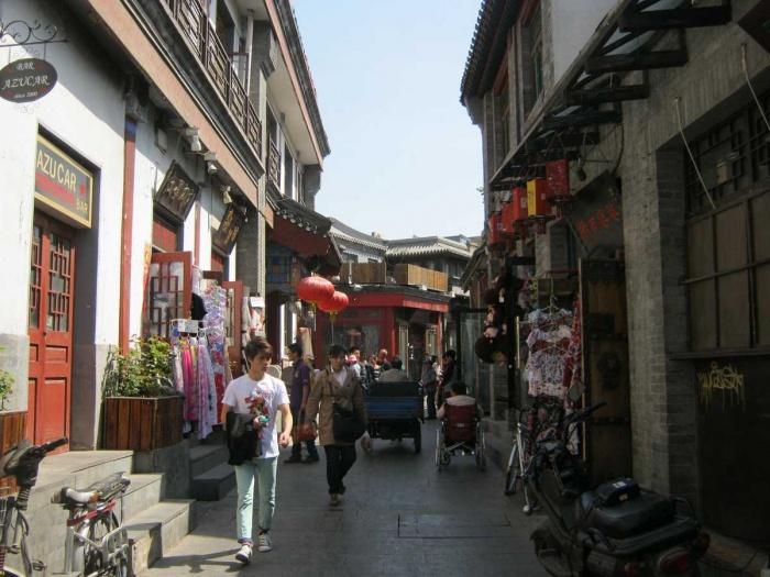 Сувенирные лавки в старом квартале, Пекин, Китай.JPG