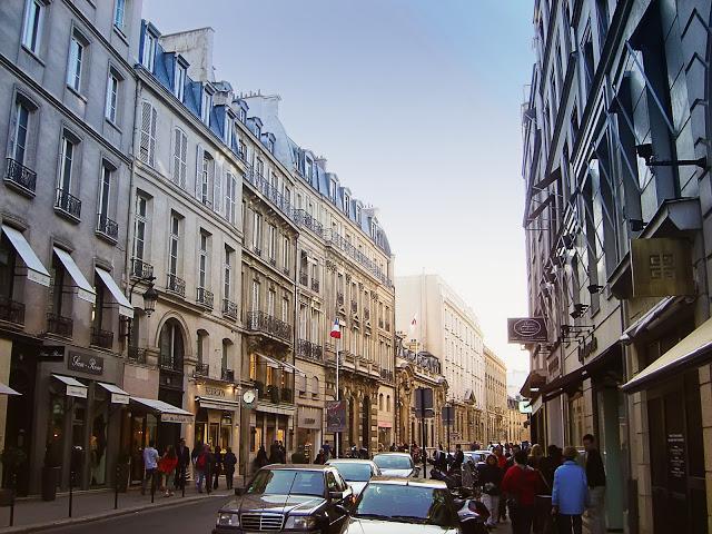 Шоппинг в Париже: Квартал Faubourg Saint-Honoré - Шоппинг в Париже, шопинг в Париже, магазины в Париже, торговые центры в Париже, аутлеты Париж, аутлет в Париже, аутлеты рядом с Парижем, деревня-аутлет, распродажи в Париже, скидки в Париже, торговые центры Париж, магазины Париж, где купить Париж, куда отправиться за покупками в Париже, возврат НДС Париж, возврат Tax Free Париж, за покупками в Париж, адреса магазинов в Париже, детские магазины в Париже, магазины одежды Париже, блошиные рынки в Париже, Париж блошиные рынки, расположение блошиных рынков в Париже, блошиные рынки на карте Парижа, бутики Париж, универмаги Париж, как работают магазины в воскресенье в Париже, шоппинг Франция, шопинг Франция, за покупками во Францию, Париж, Франция, путеводитель по Парижу, путеводитель по Франции