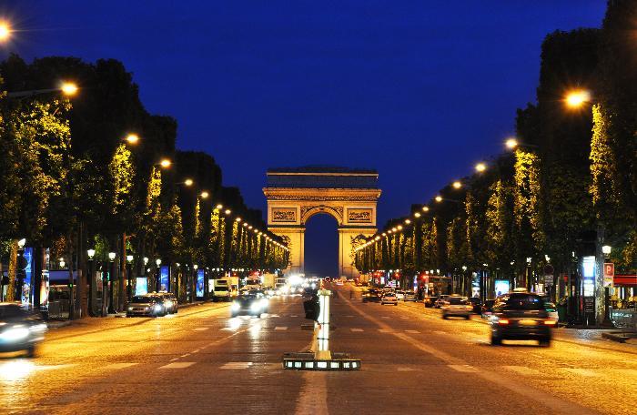 Шоппинг в Париже: Champs Elysees - Шоппинг в Париже, шопинг в Париже, магазины в Париже, торговые центры в Париже, аутлеты Париж, аутлет в Париже, аутлеты рядом с Парижем, деревня-аутлет, распродажи в Париже, скидки в Париже, торговые центры Париж, магазины Париж, где купить Париж, куда отправиться за покупками в Париже, возврат НДС Париж, возврат Tax Free Париж, за покупками в Париж, адреса магазинов в Париже, детские магазины в Париже, магазины одежды Париже, блошиные рынки в Париже, Париж блошиные рынки, расположение блошиных рынков в Париже, блошиные рынки на карте Парижа, бутики Париж, универмаги Париж, как работают магазины в воскресенье в Париже, шоппинг Франция, шопинг Франция, за покупками во Францию, Париж, Франция, путеводитель по Парижу, путеводитель по Франции