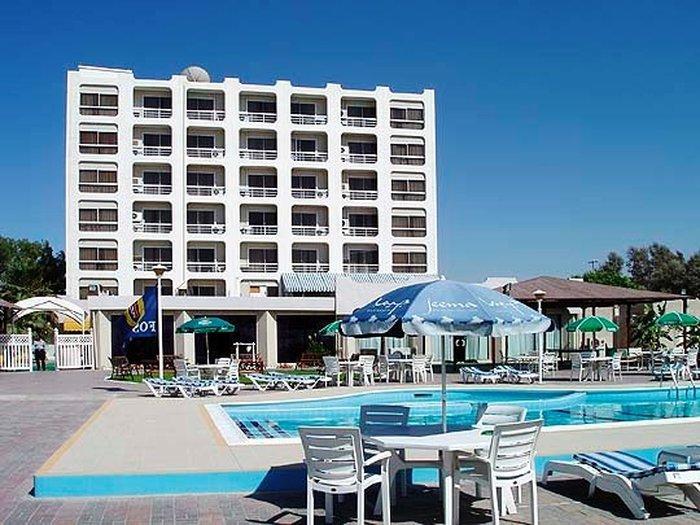 «Ajman Beach Hotel»
