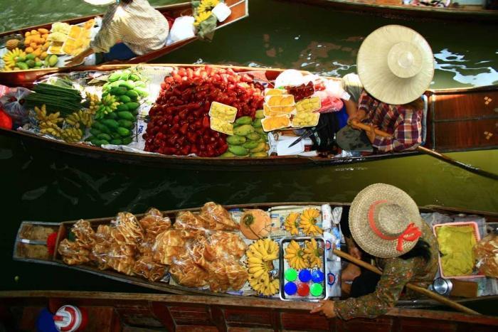 Рынок на воде, Вьетнам.jpg