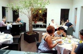 Один из самых изысканных и дорогих ресторанов города Le Patio