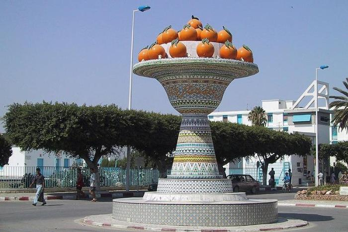 Ваза у въезда в город. Набёль, Тунис.
