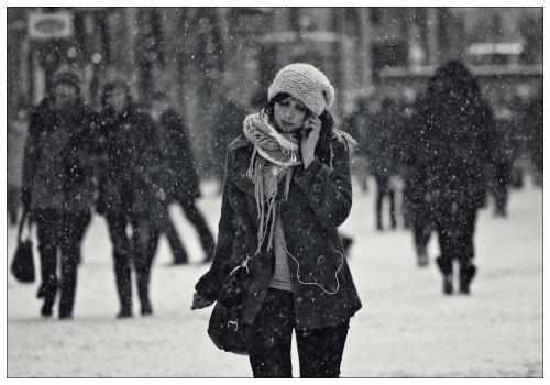 Девушка с наушниками.