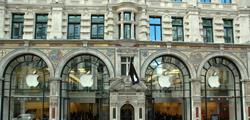 Магазин «Хэмлиз» в Лондоне