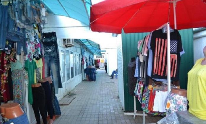 Вещевой рынок в Лазаревским