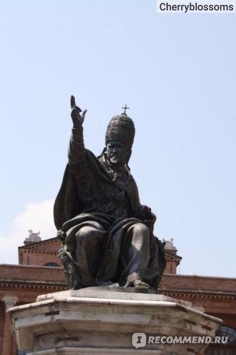 памятник Папы Павла V