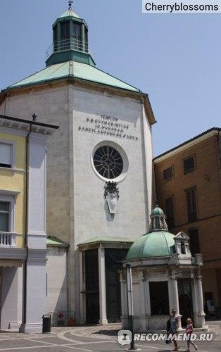 так же фото в историческом центре Римини