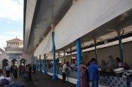 Торговля продуктами на рынке Чорсу