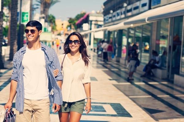 shopping-pokupki-torgovy-j-tsentr-safari-arona-Tenerife-Kanarskie-ostrova-Kopirovat-