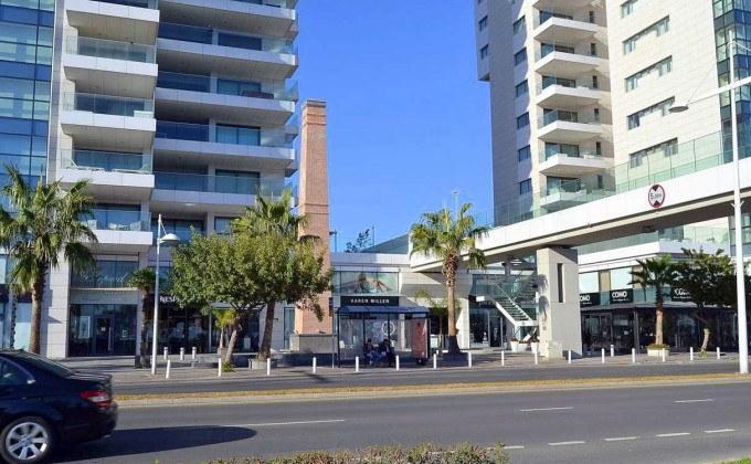 Azur Hotel и ETKO Tower, центр Лимассола, Кипр