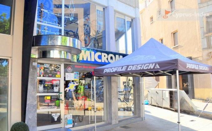 Магазинчики вдоль улицы Арх. Макариоса III, центр Лимассола, Кипр