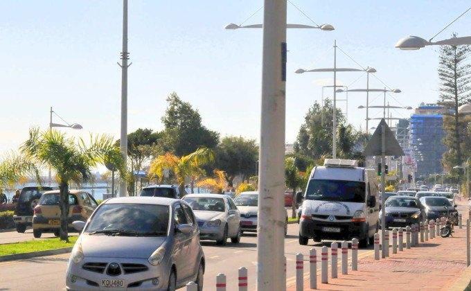 Плотное движение по ул. 28 Октября, центр Лимассола, Кипр