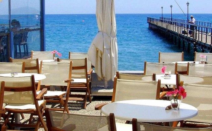 Enaerios Cafe у моря, центр Лимассола, Кипр