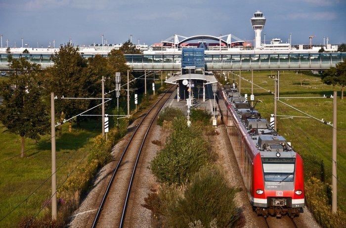 Электропоезда в аэропорту
