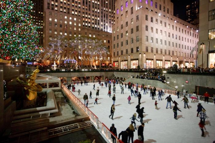Рождественские катания на коньках в центре Манхэттена, Нью-Йорк.jpg