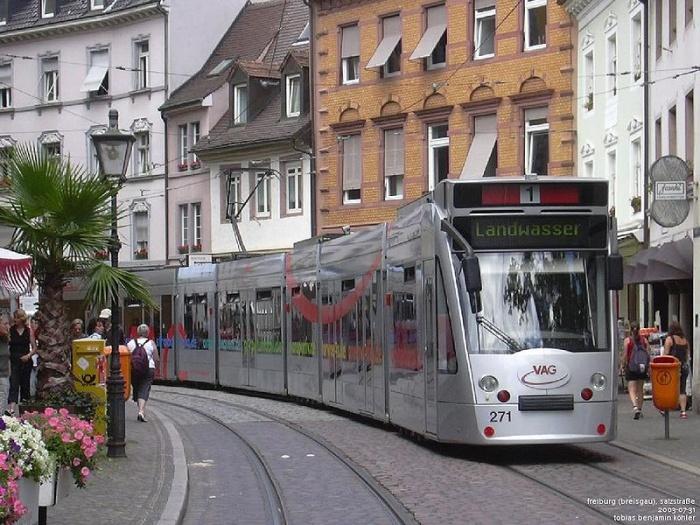 Трамвай в центре города, Фрайбург.jpg
