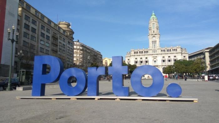На площади Свободы в Порту.jpg