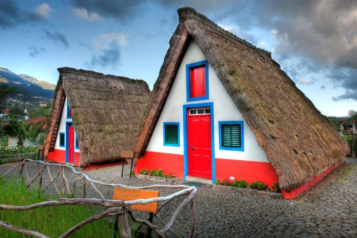 Традиционные дома на Мадейре.jpg